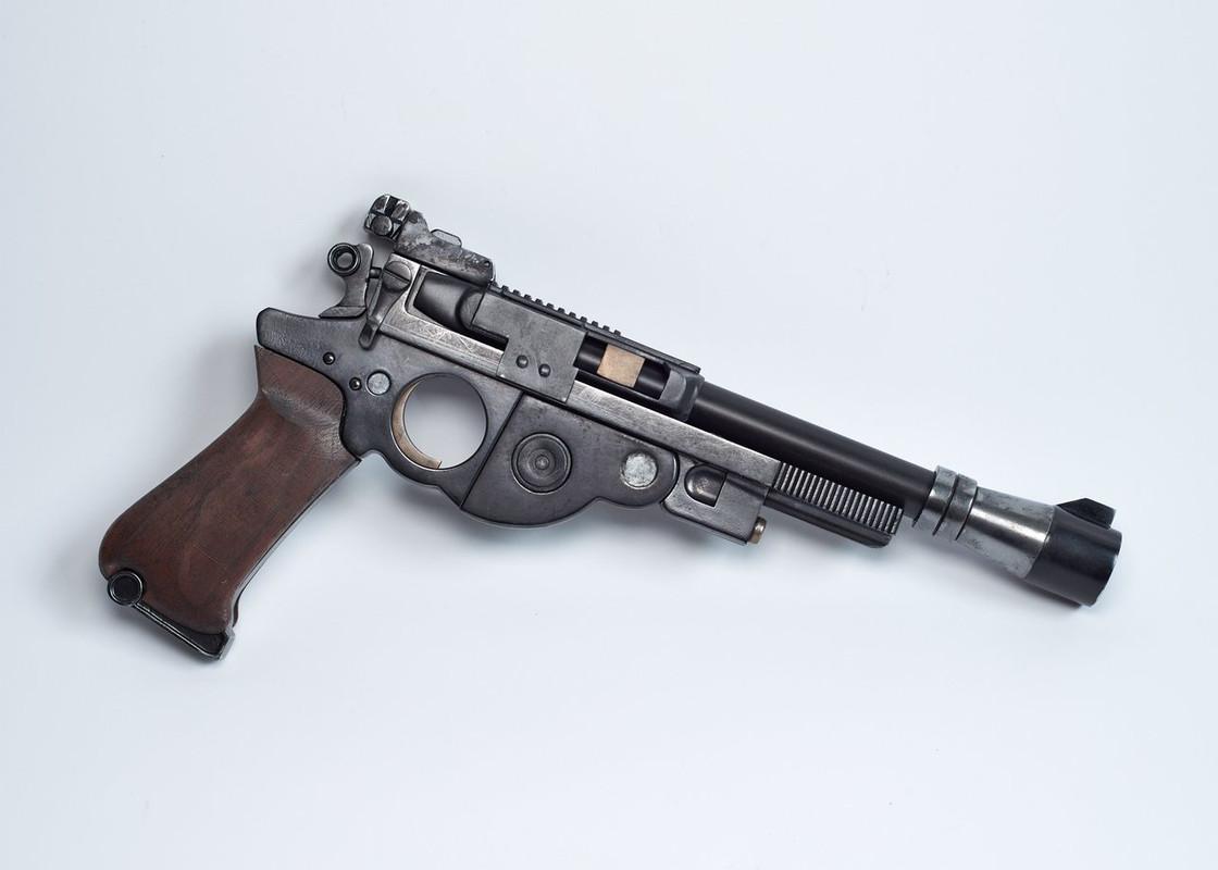 25-JOATRASH-FX-Mando-sidearm-0003-JPG-2500px-72dpi.jpg