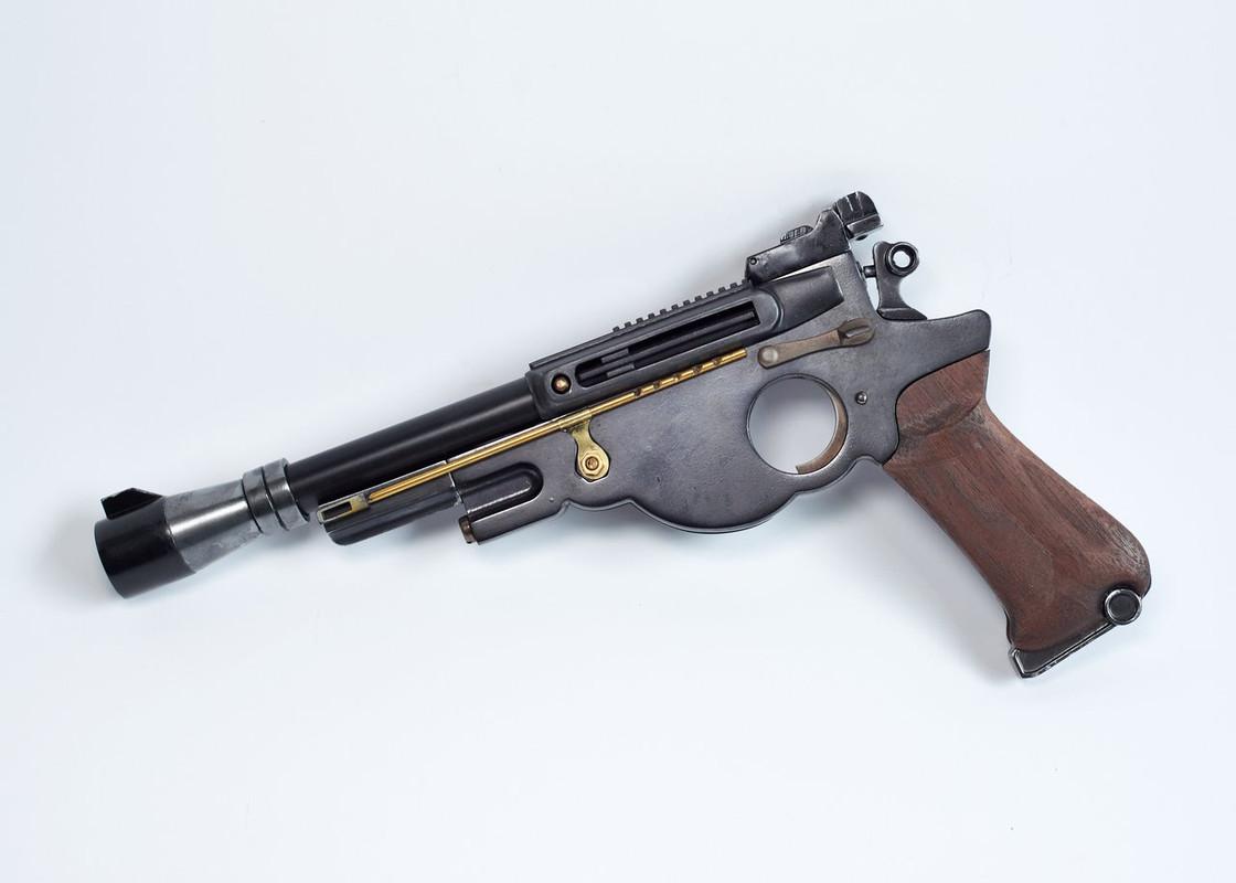 25-JOATRASH-FX-Mando-sidearm-0006-JPG-2500px-72dpi.jpg