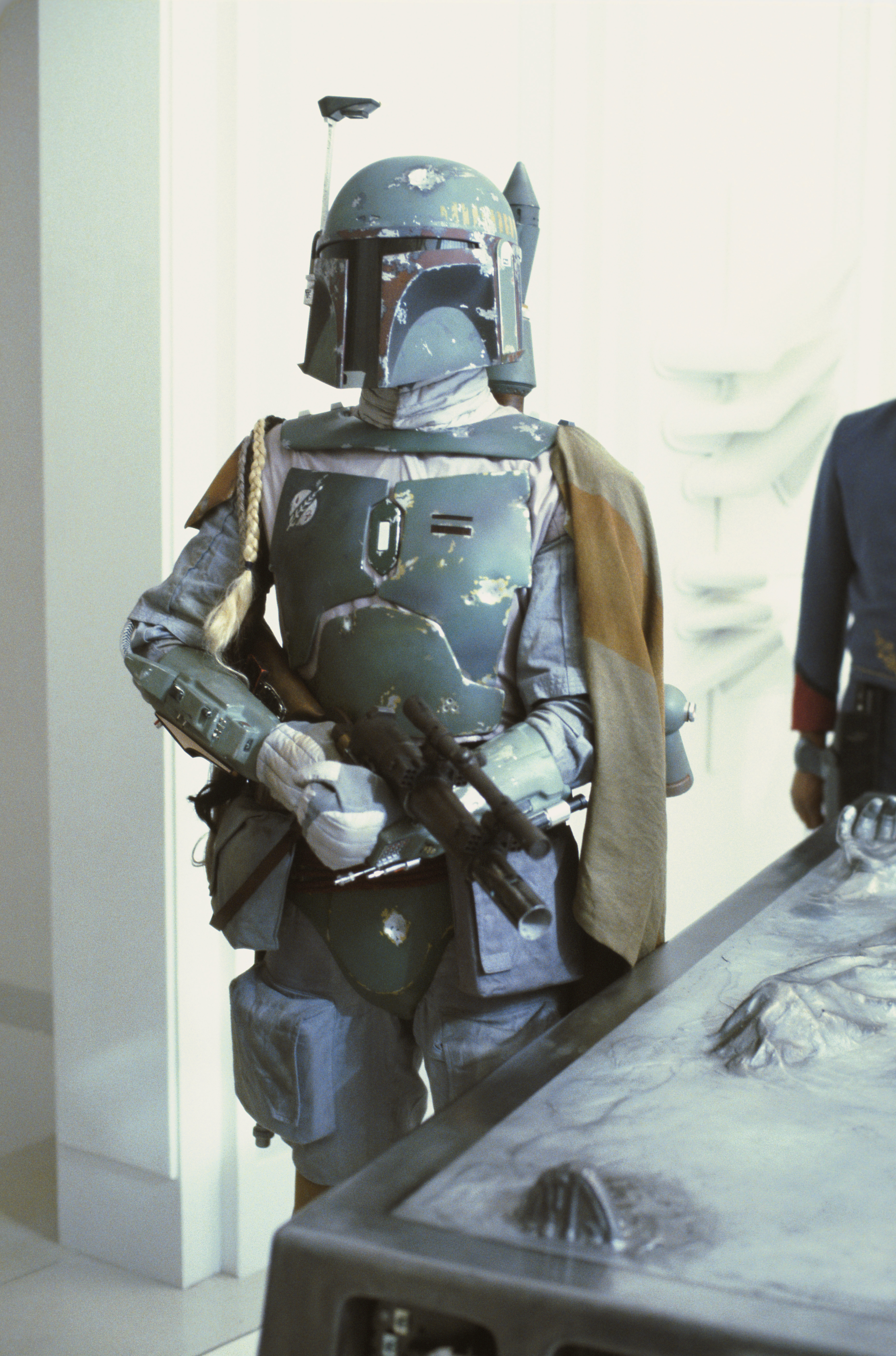 Boba-Fett-Costume-Empire-Strikes-Back-Hallway-06.jpg