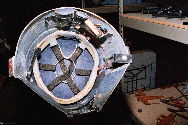 Boba-Fett-Empire-Strikes-Back-Helmet-06.jpg