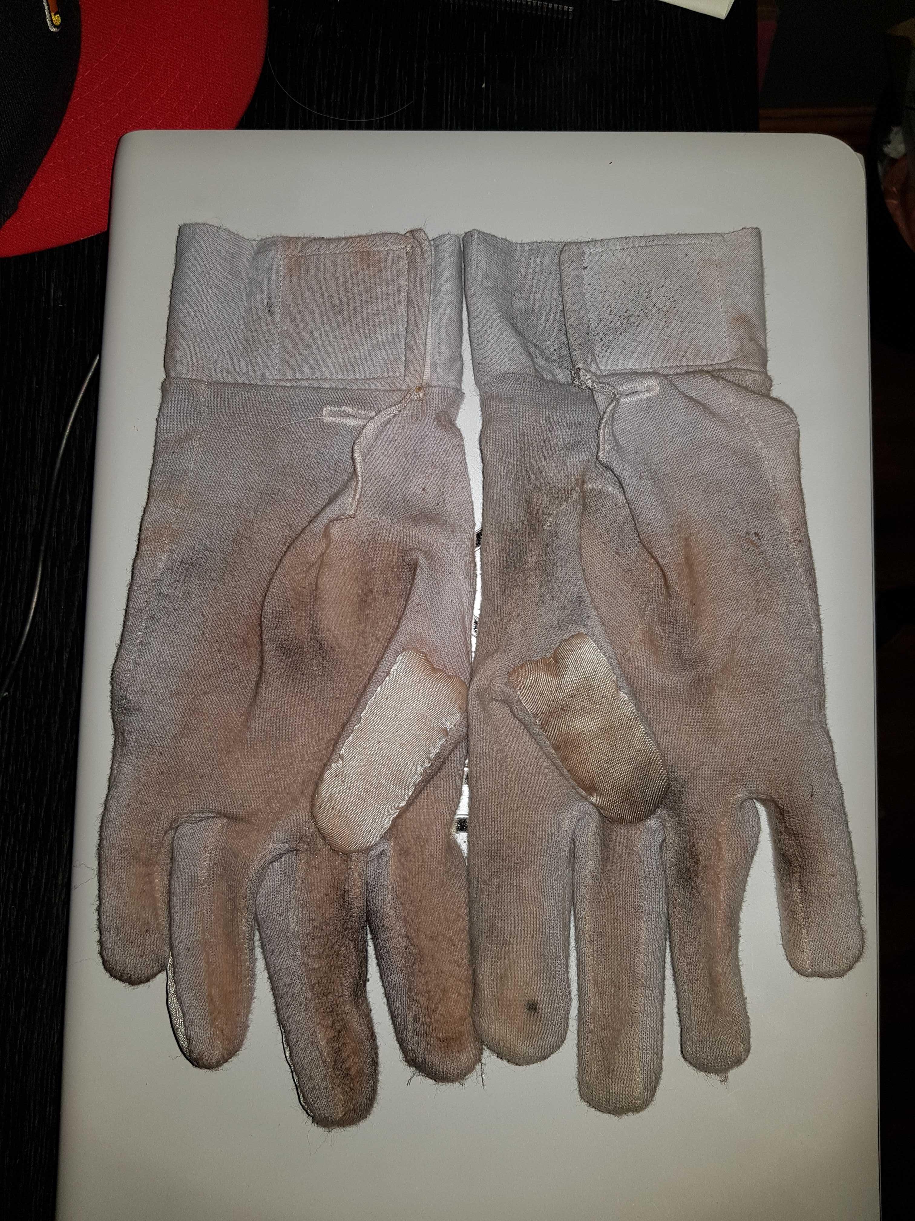 gloves1.jpg